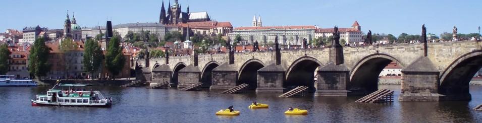Praag, zicht op de Karelsbrug en de Praagse Burcht